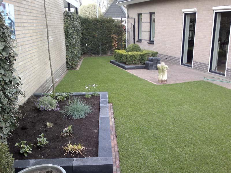 Tuinrenovatie winkelman tuinen uw hovenier uit almelo for Tuinontwerp schuine lijnen